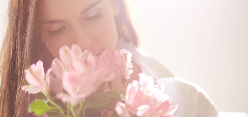 crespi-milano-profumatori-casa-ragazza-fiori
